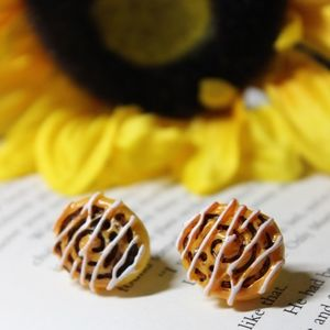 NWT Cinnamon Bun Earrings
